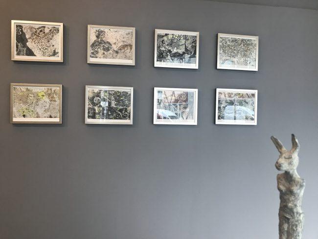 Ausstellungsansicht: Muschelkalk, Papierarbeiten + Elf (Bronze)