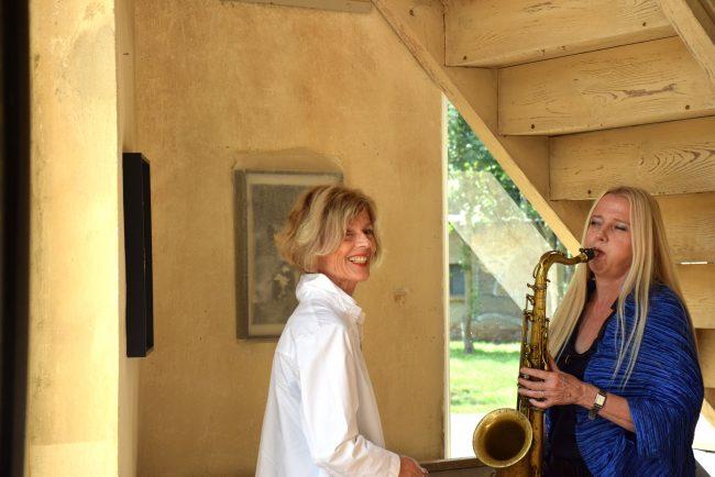 Ina spielt Saxophon