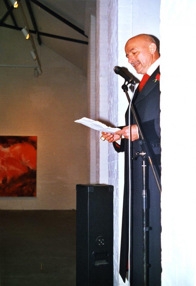 W  Markus Er öffnet  Franeks  Ausstellung  560