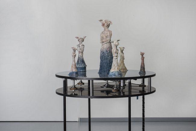 Ringelpiez - Drehtellertisch mit 6 patinierten Bronzen
