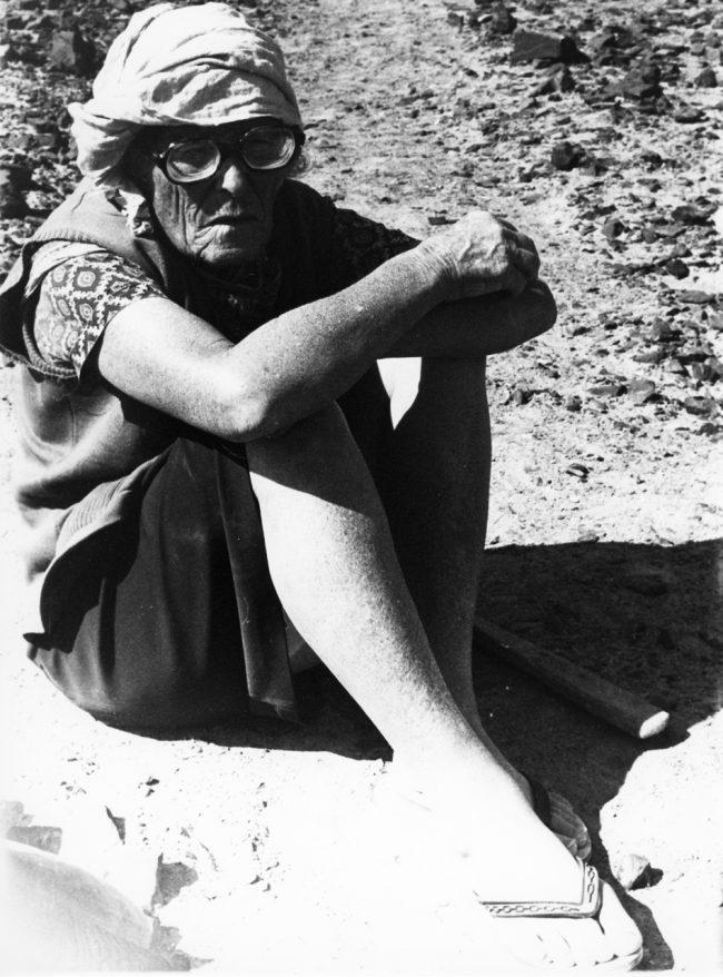 Maria Reiche in der Nazca Wüste